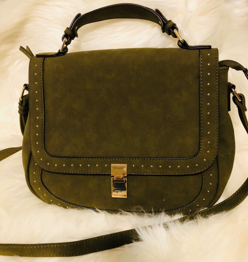 077eb782d84d It very clean. This is my green with gold detail cross body. I got this bag  from JustFab. It s super cute and very functional it s one of my favorites!